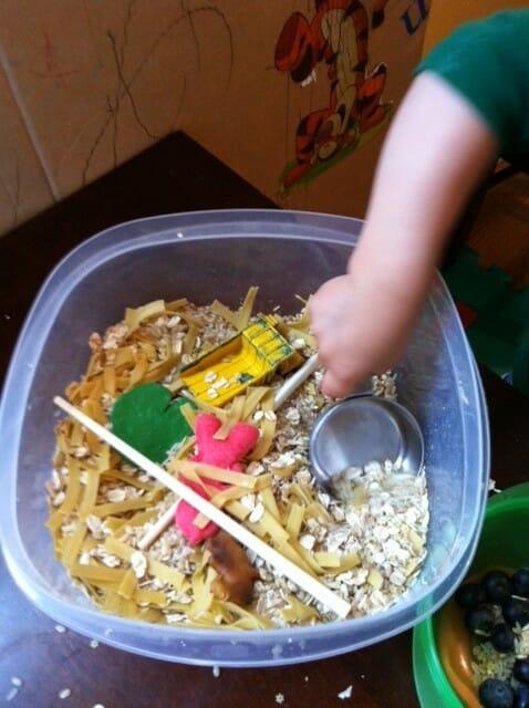 Super Simple Oats and Pasta Sensory Tub